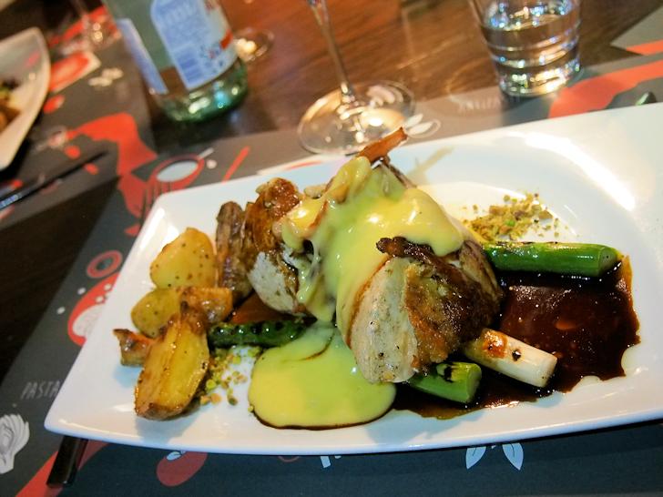 Pollo arrosto e asparagi grigliati
