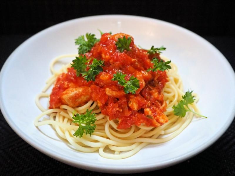 Tomaattinen lohipasta