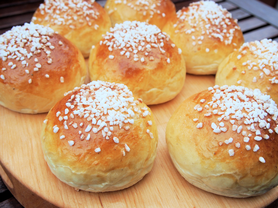 Helppo pulla leipäkoneella